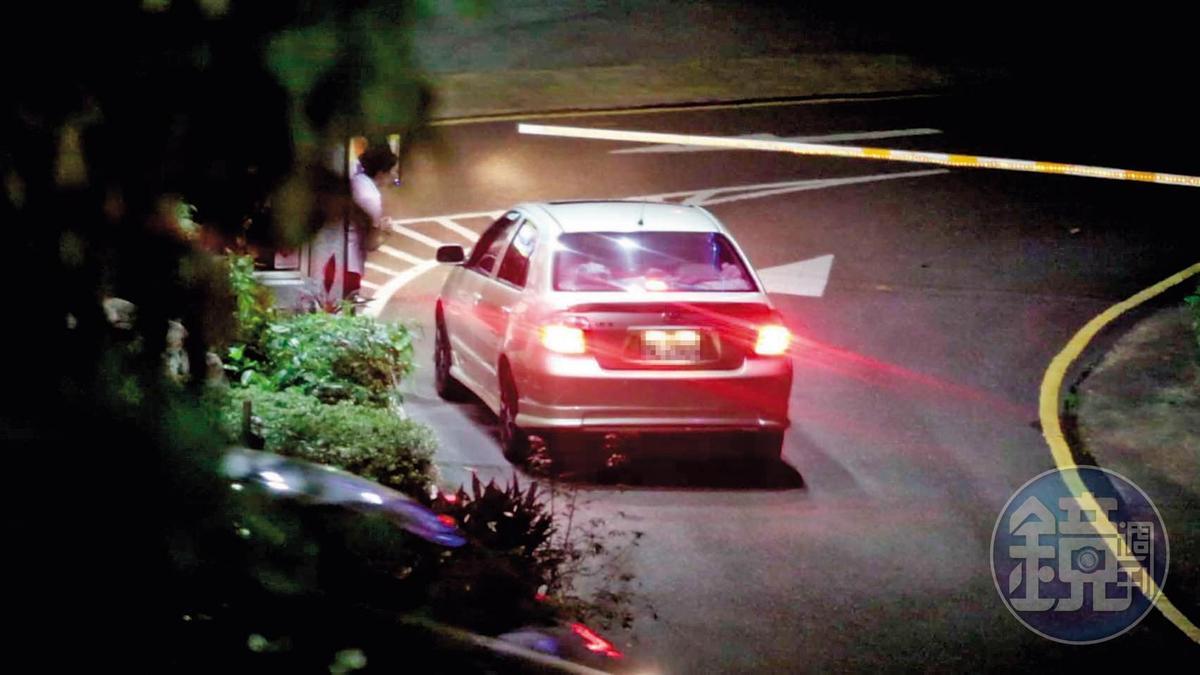 9月11日20:30,晚間本刊直擊王盈凱駕車載陳月芳進入中和儷閣別墅旅館。