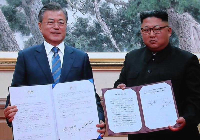 南韓總統文在寅和北韓領導人金正恩,19日上午在百花園國賓館簽署《平壤共同宣言》。(東方IC)