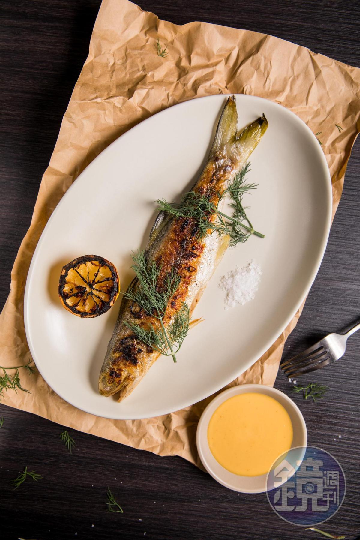 海鮮每天不同,這次選了「午仔魚」搭配微酸的「是拉差金桔醬」,引出海鮮鮮味。(時價,此約780元/份)