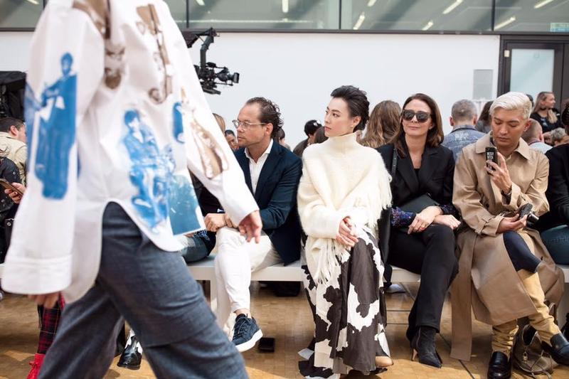 梁洛施兩個月前正式宣布全面復出,日前獲品牌Ports 1961邀請,前往倫敦時裝週觀看2019春夏女裝秀。(翻攝梁洛施微博)
