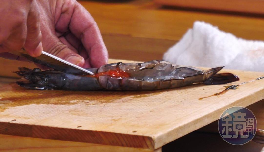 白蝦處理工法有訣竅。