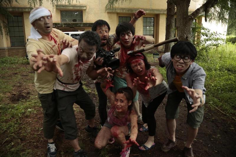 《一屍到底》在日本創下逾5.8億票房,已成為年度話題電影。(車庫娛樂提供)