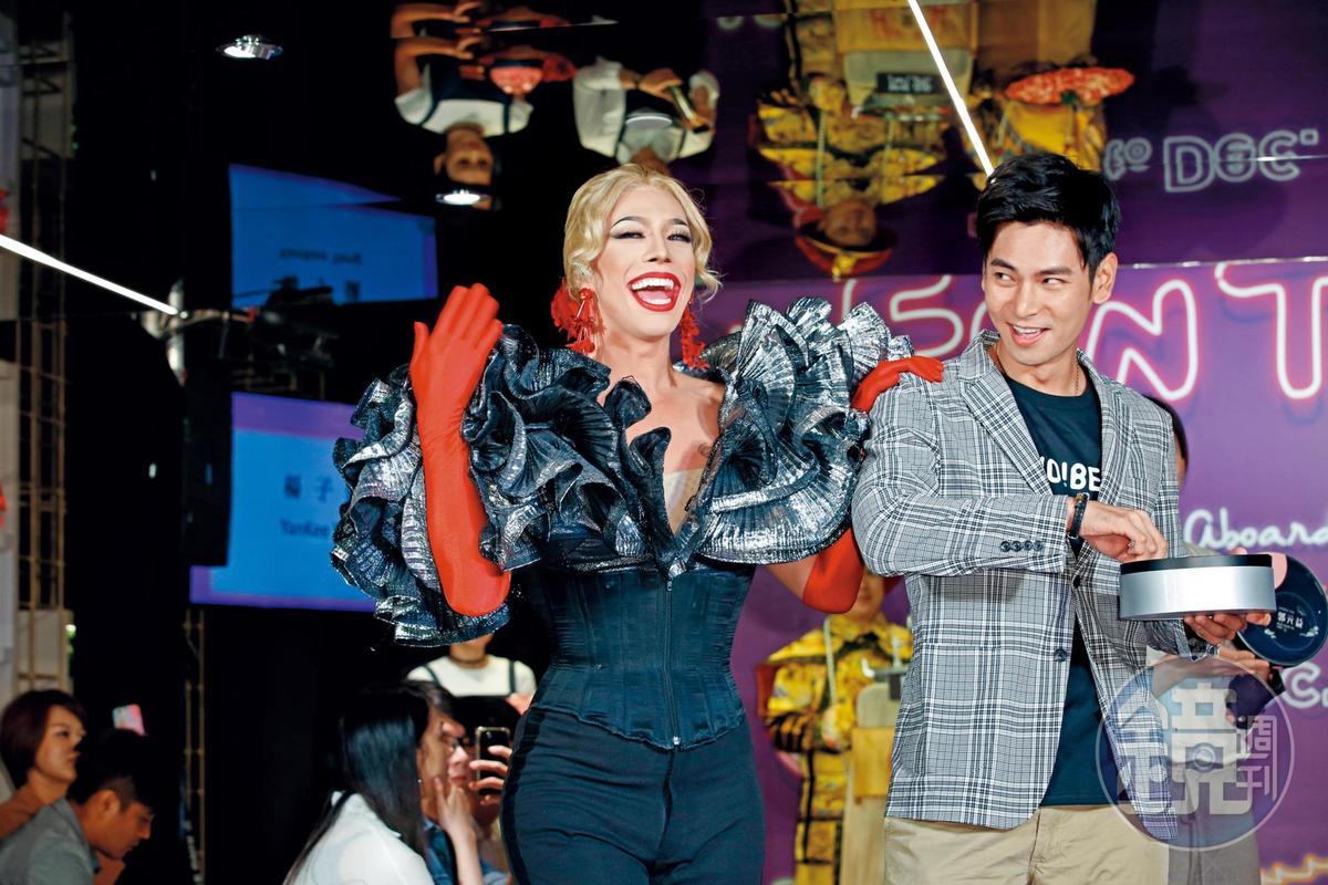 泰國來台北旅遊歡迎大使發布會,請到變裝皇后Pan Pan(潘潘)跟楊子儀(右)同台。
