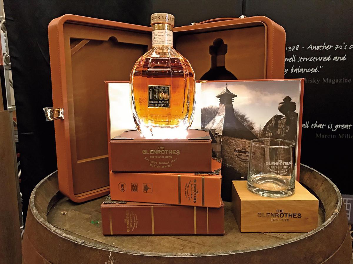 這瓶應是全展區最美的一瓶威士忌,格蘭路思1968 Vintage,看到沒喝都爽。