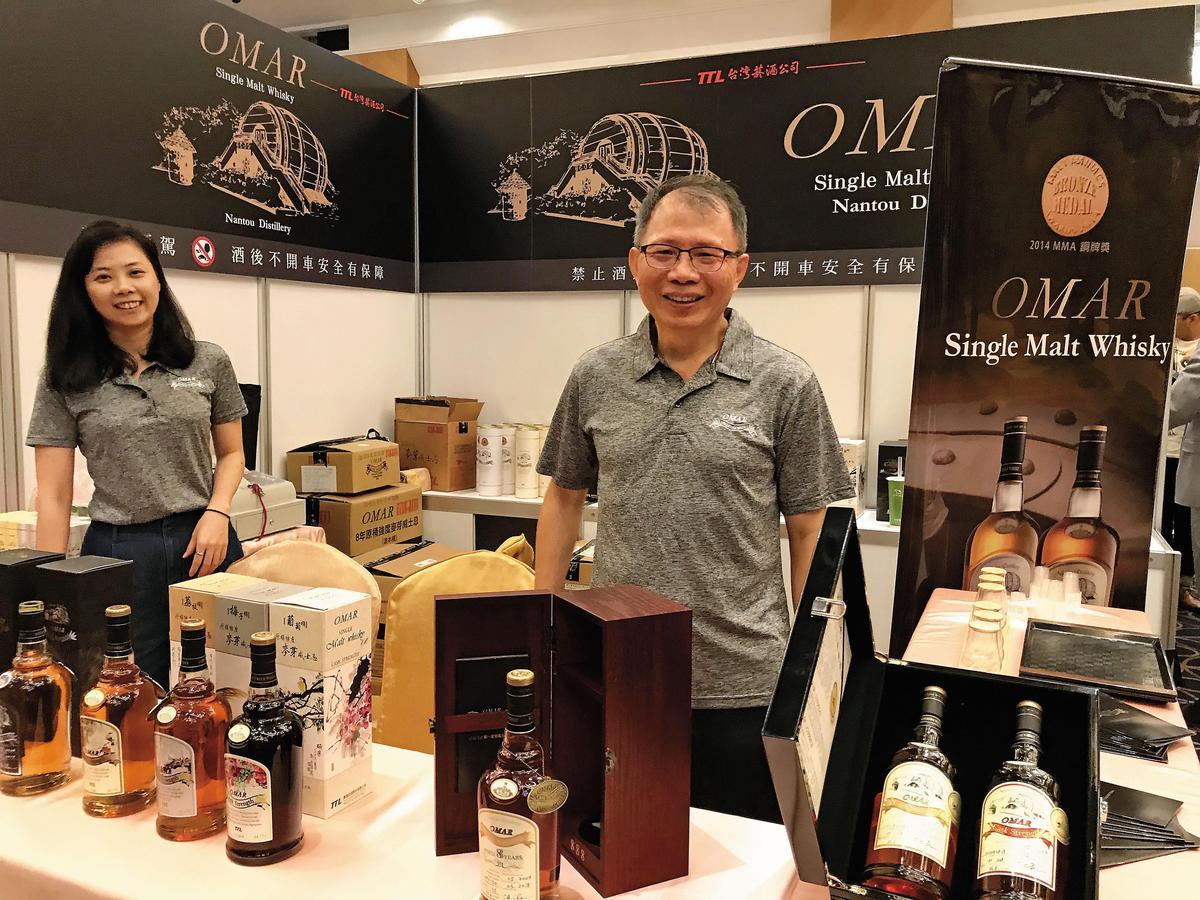 【廠長督軍】台灣第2家單一麥芽威士忌廠TTL的南投酒廠,在前幾任廠長努力打下基礎,現任廠長詹朝安(右)親自率軍參展,以OMAR品牌及南投水果桶特色風味,持續打出國際知名度。