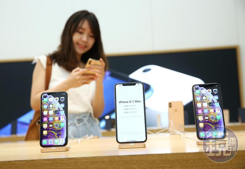 新一代iPhone正式在台開賣,即使今天搶快拿到新機,現階段雙卡雙待機功能仍無法使用。