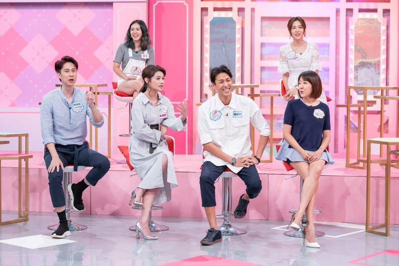 余皓然(右)上《女人我最大》,爆料老公王中平曾在拍戲時,隱瞞和女星有親密戲,導致她負氣攜子離家出走。(TVBS歡樂台)