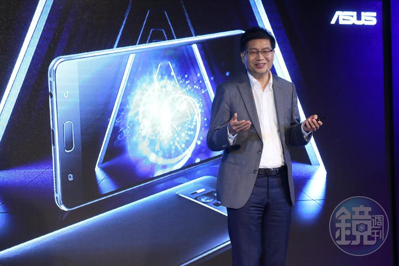 碩執行長沈振來領軍手機部門打響ZenFone系列名號。