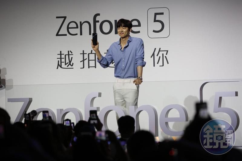 華碩連續兩年找來韓星孔劉代言ZenFone手機,但未明顯拉抬營收。
