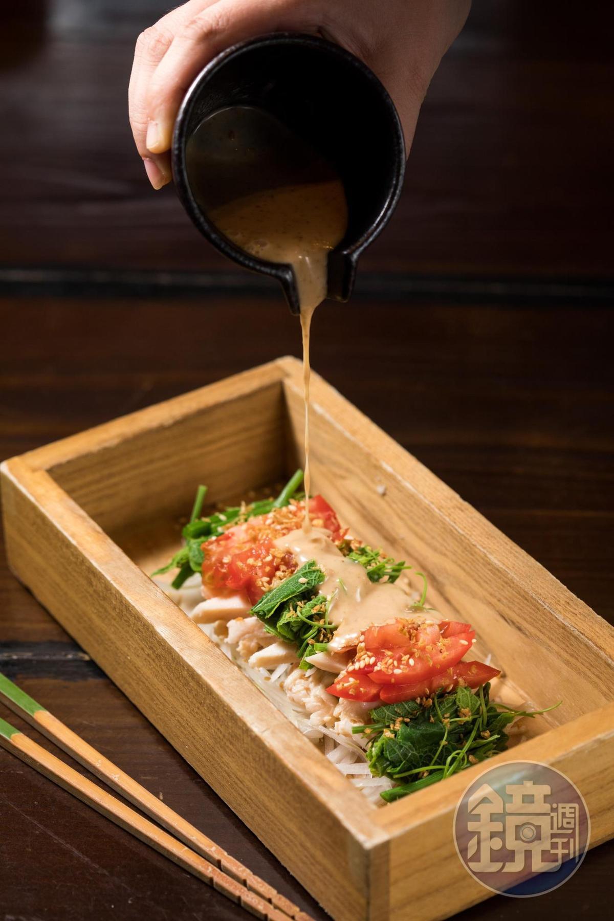 「棒棒雞沙拉」雞胸以低溫烹調,口感如雞腿柔嫩。(230元/份)