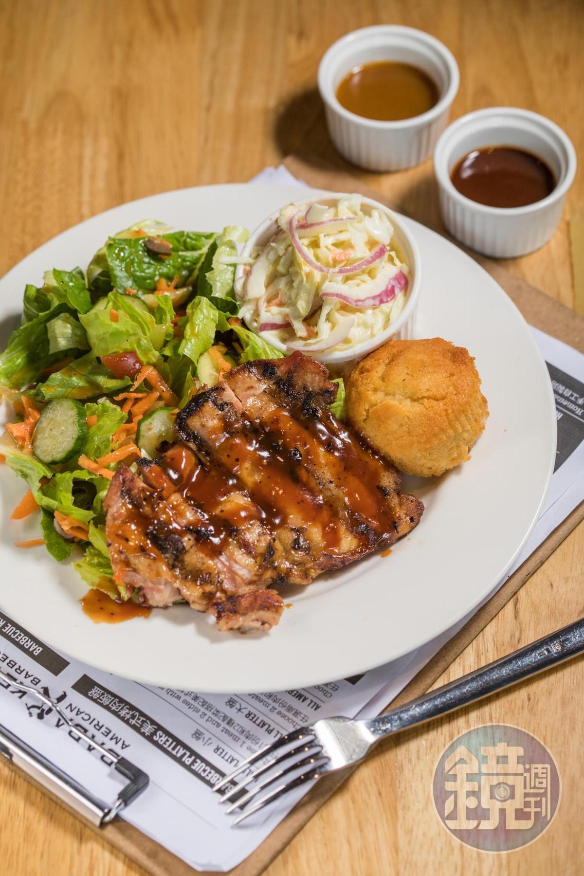 美式烤肉沙拉「胡桃木雞腿肉」,大啖蛋白質時也呷菜。(300元/小份)