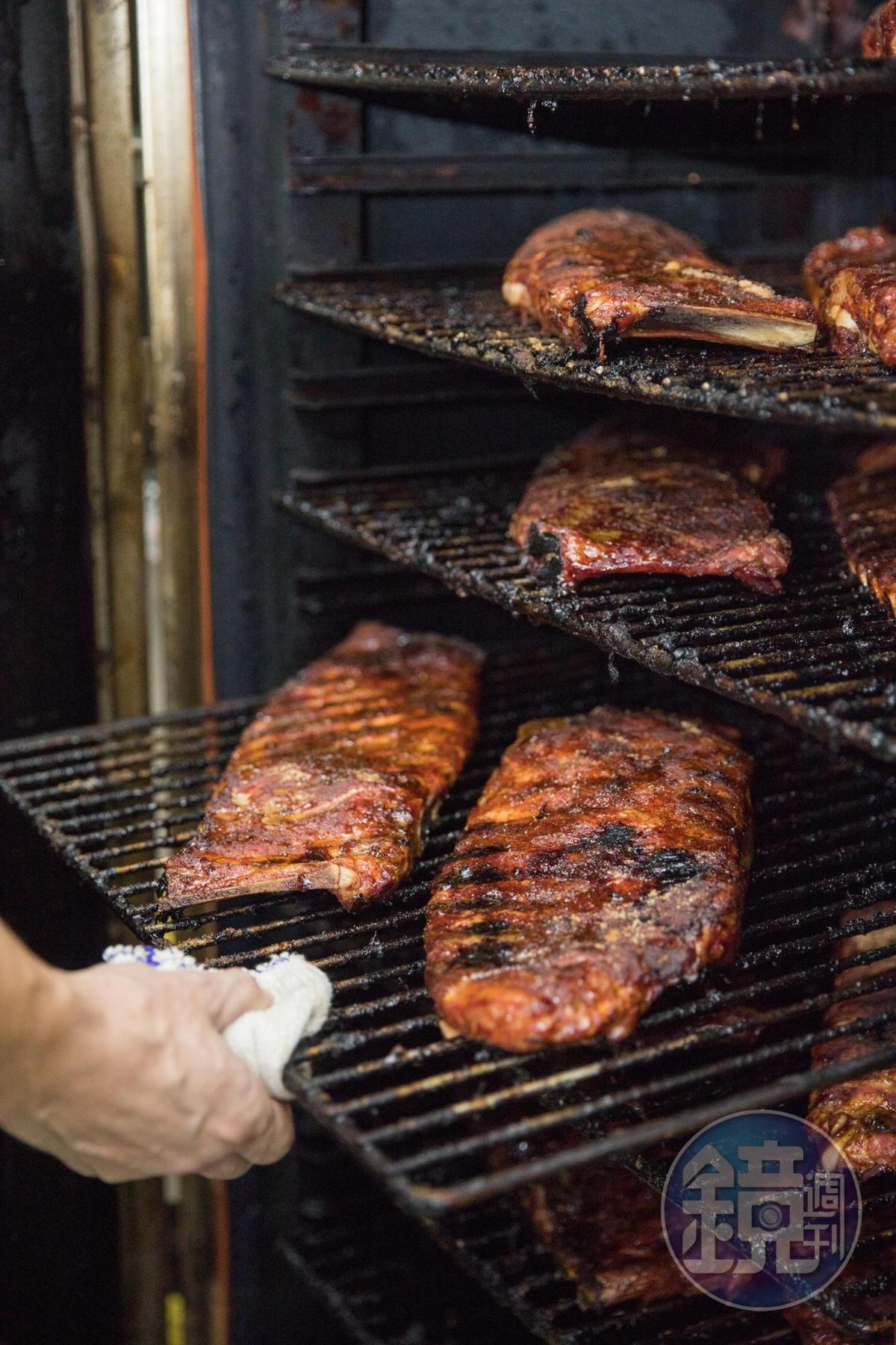 道地美式BBQ是低溫慢烤煙燻,以時間換取美味。