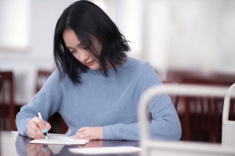 周迅充滿靈氣與感性的演技與氣質,讓《情書》導演岩井俊二認為她是《你好,之華》女主角的不二人選。(甲上提供)
