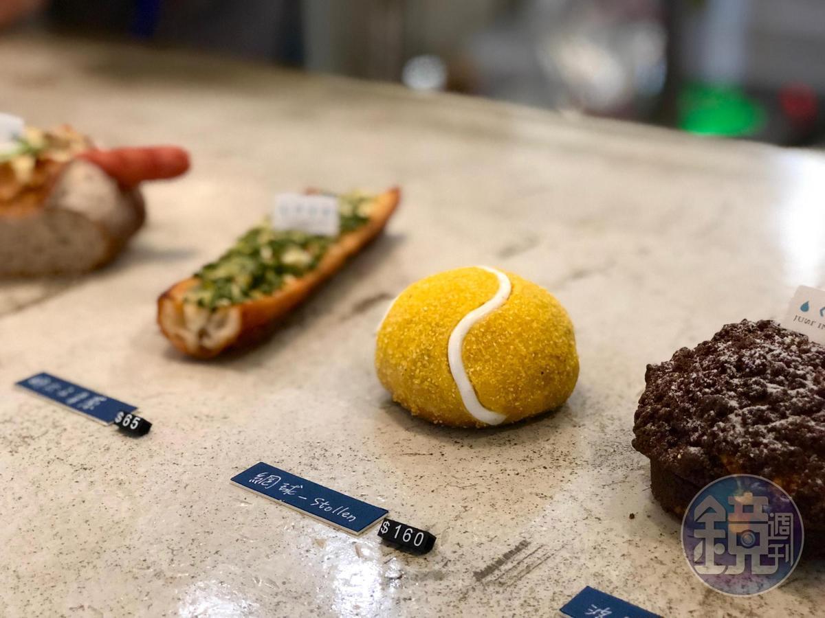 造型可愛的「網球」麵包,其實是德式聖誕史多倫麵包,武子靖叮囑一定要切片吃。