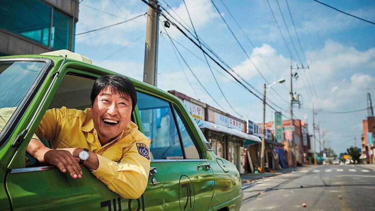 韓國光州事件為背景的《我只是個計程車司機》,題材較嚴肅,也意外賣出3,900萬元票房。(翻攝自網路)