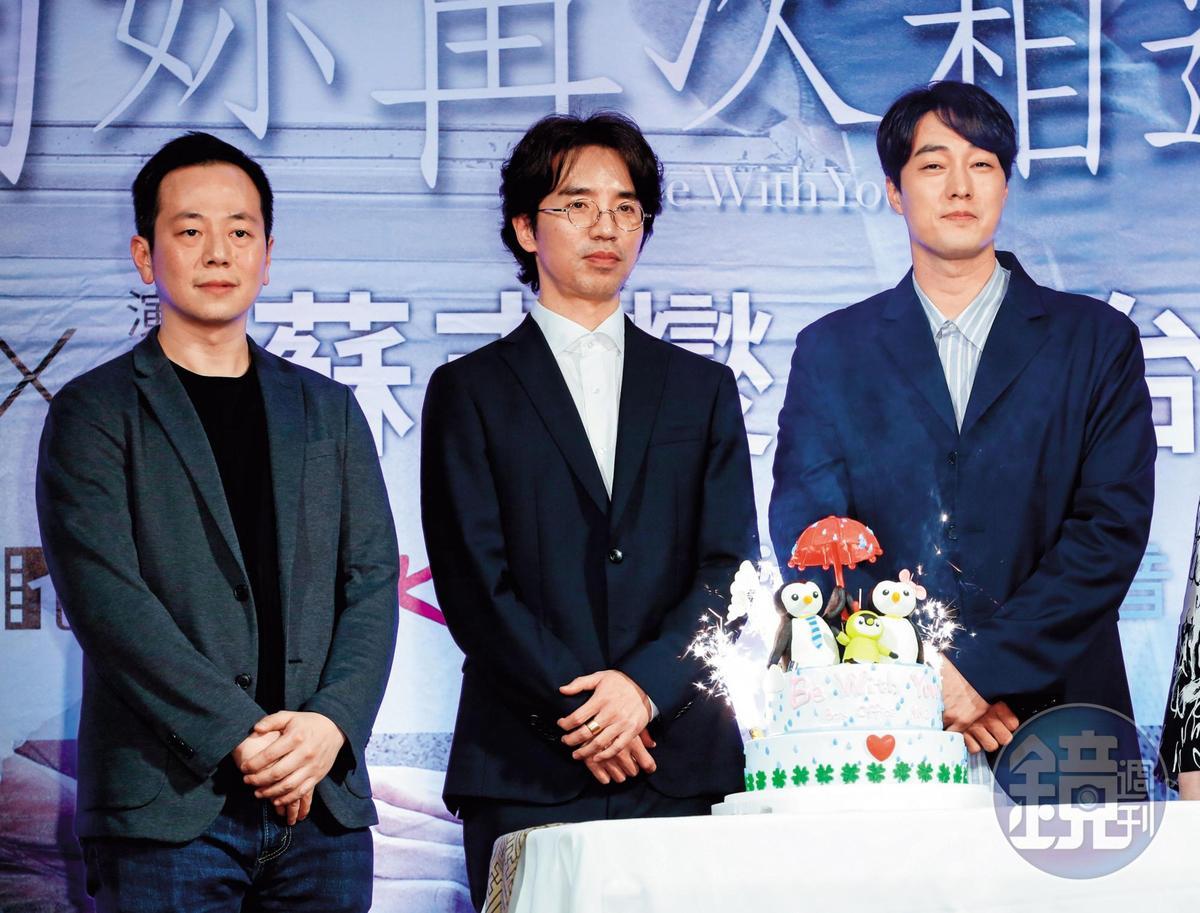 蘇志燮(右)主演的《雨妳再次相遇》,首映會就辦在樂聲影城。左為張心望,中為電影導演。