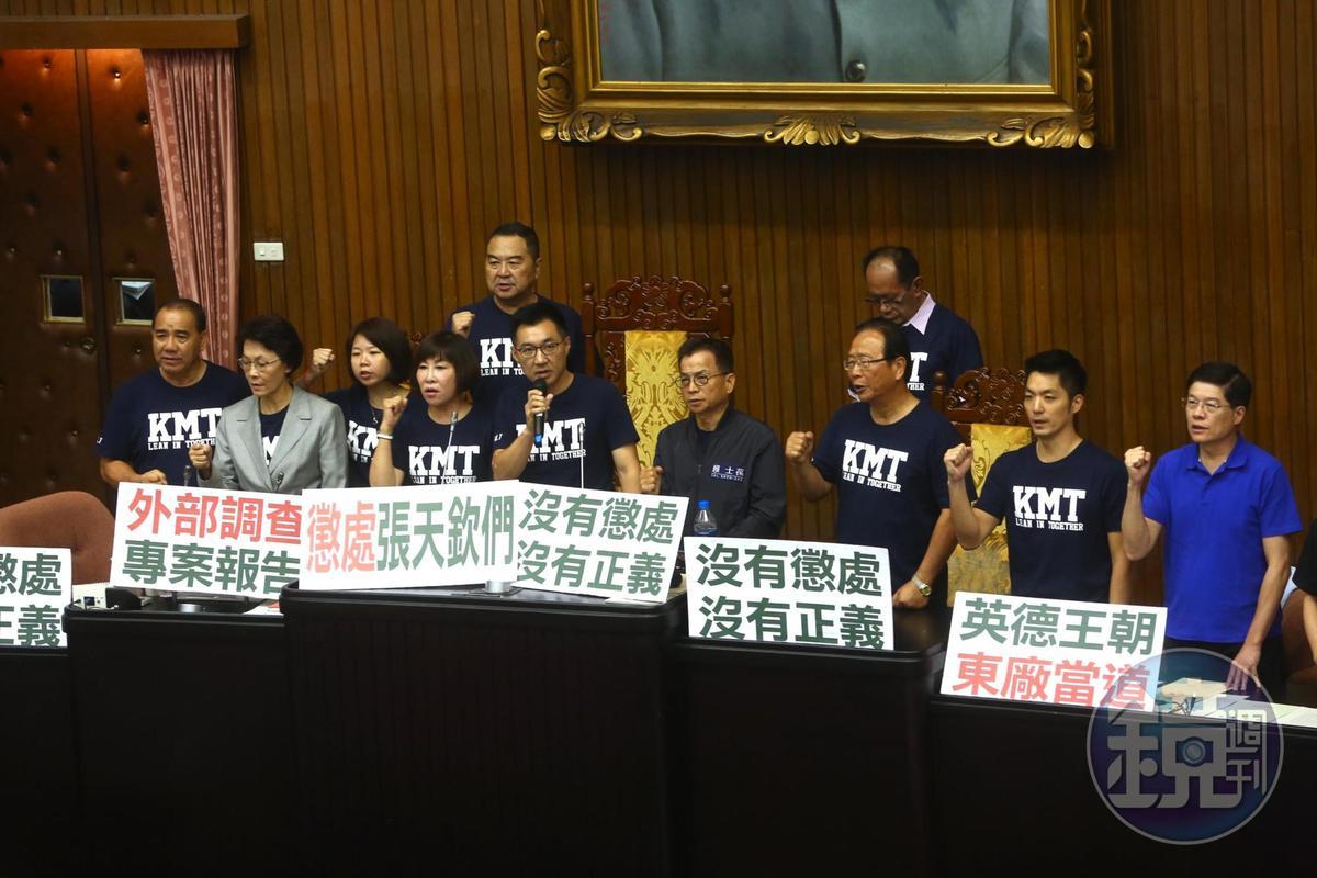 國民黨立委一早就占據主席台,杯葛行政院長賴清德施政報告。
