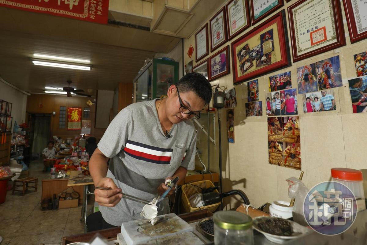 金合成銀帽現在已經傳到第四代吳尚翰的手裡。