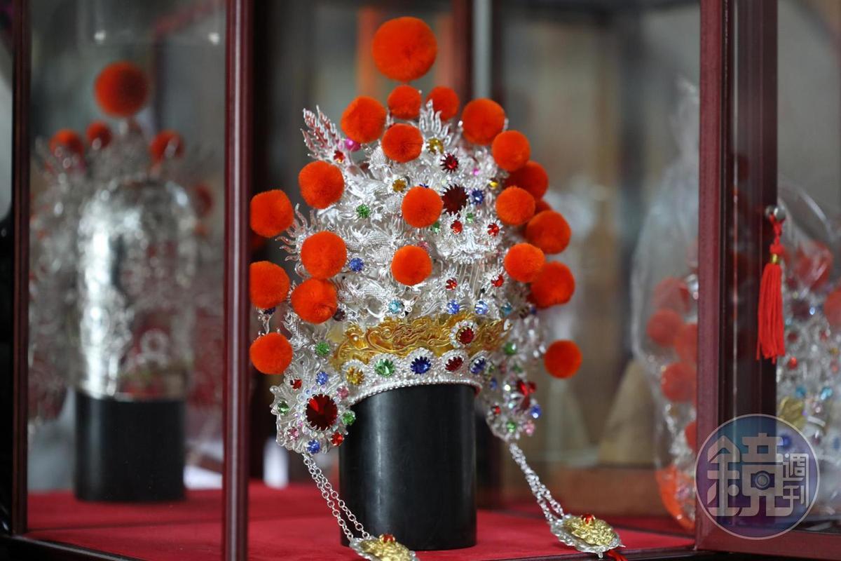 李府王爺帽主要以「掐絲」技法製作。