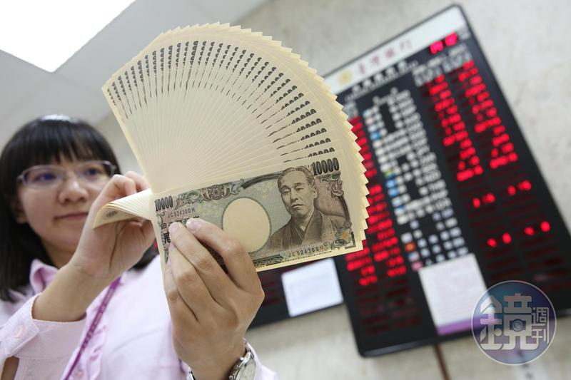 美中同意下月舉行高階會談,不僅讓美股3大指數收盤上漲,日圓匯率也降至近日新低點。