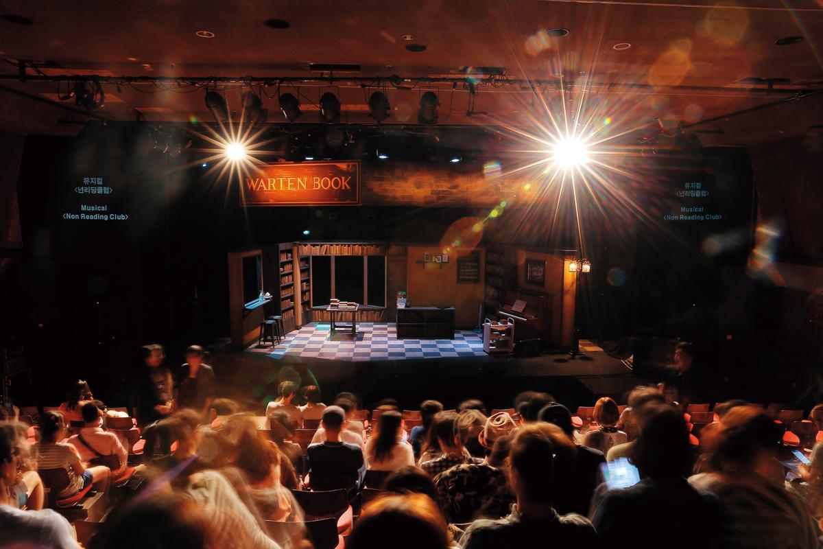 2015年前進大邱國際音樂劇節CT文化劇場公演,是《不讀書俱樂部》首次在正規的劇場演出。(C Musical 提供)