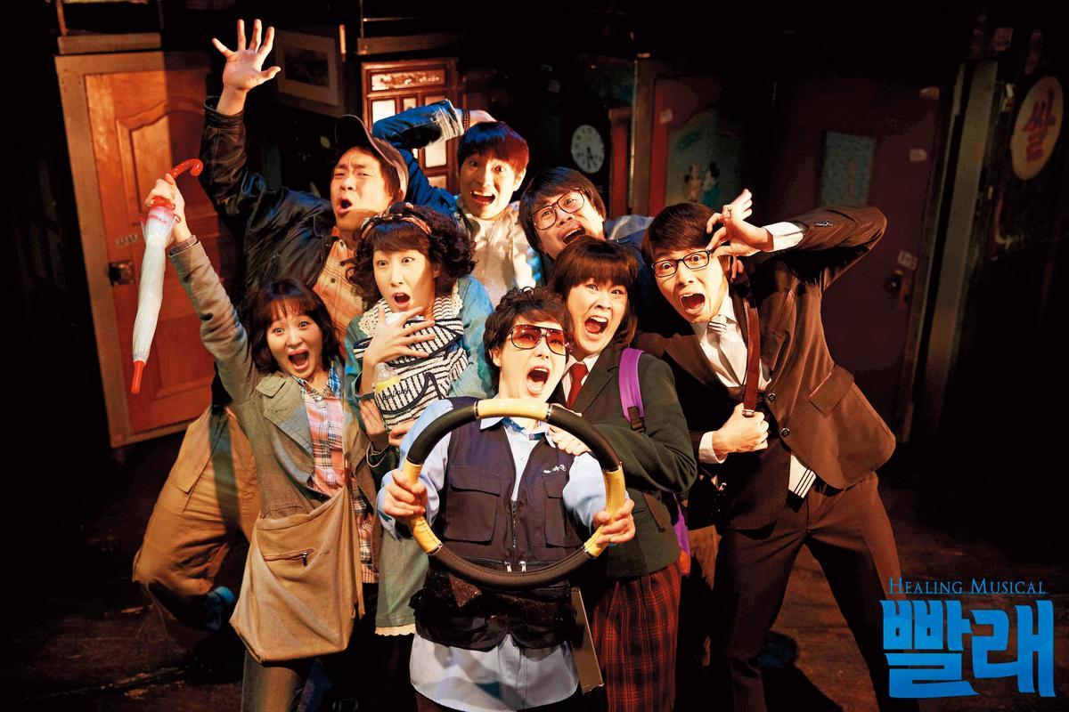 韓國原創音樂劇《洗衣》自2005年首演後長期雄踞小劇場暢銷榜,劇本更納入韓國中、小學的國文課本教材。(翻攝自《洗衣》官網)