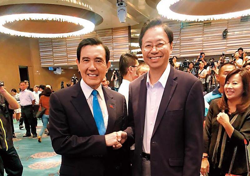 張善政(右)是馬英九(左)在總統任內最受歡迎的閣揆,現更被拱參選總統。圖為馬英九基金會成立茶會。(翻攝張善政臉書)