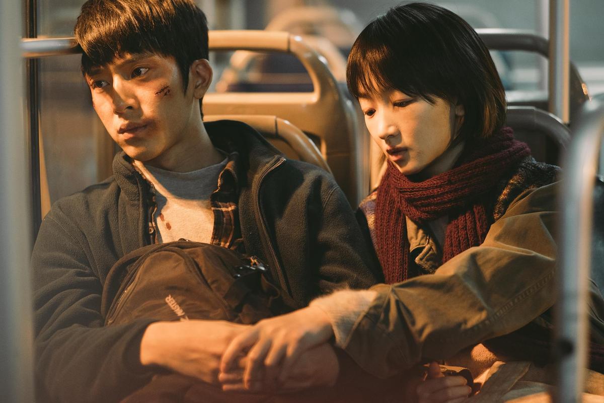井柏然和周冬雨在《後來的我們》表現不俗,與金馬僅差一票因此擦肩而過。(Netflix提供)