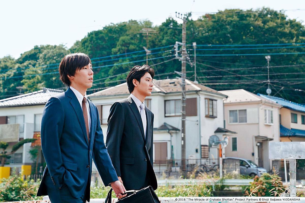 松田龍平(右)和野田洋次郎私下亦是好友,野田洋次郎答應他:「只要你寫詞,我就幫你譜曲。」(可樂電影提供)