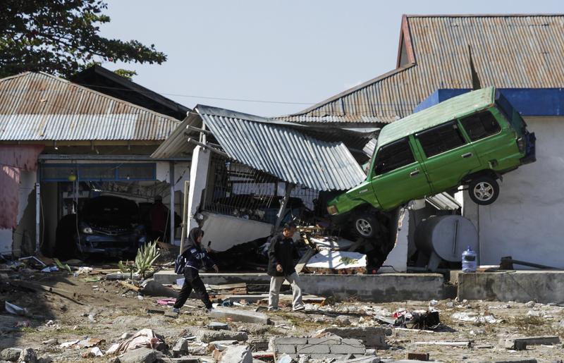 印尼蘇拉威西強震,隨後海嘯導致帕盧市得塔里斯海灘受災慘重。(東方IC)