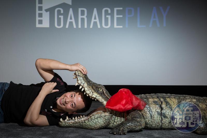 張心望喜歡的電影類型多元,經營事業勇於創新,在美商八大片商夾擊下生存下來,成了獨立片商中的黑馬。他最近的心頭好是日片《老婆每天都在裝死》裡的這隻大鱷魚。