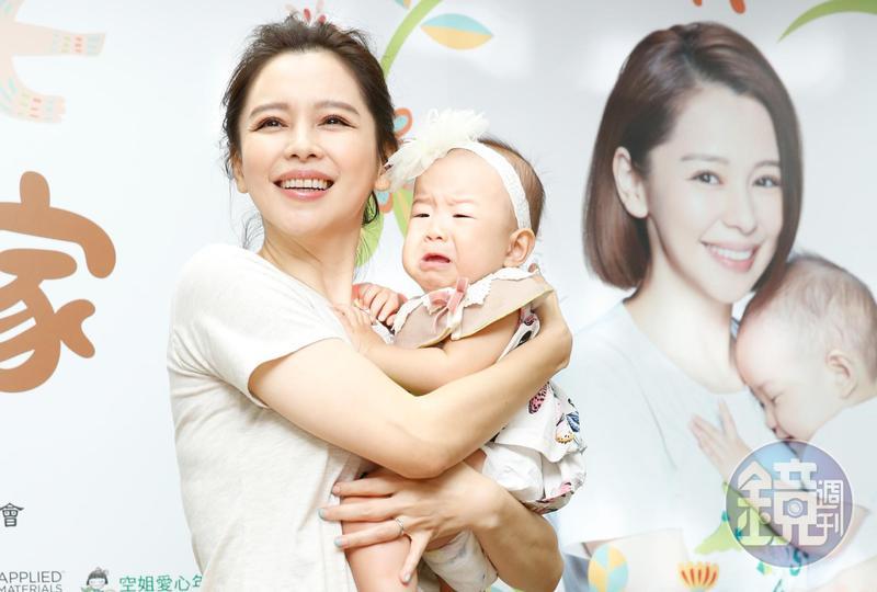 徐若瑄出席兒福聯盟助養活動,呼籲大家每月捐出600元助養弱勢兒童。