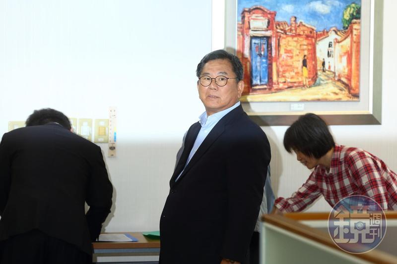 陳明文曾向時任法務部長曾勇夫喊話提到,嘉義人都瞭解曹合一檢察官和蕭家班關係匪淺。