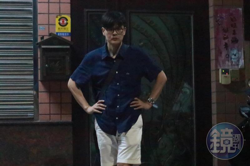本刊直擊,9月28日深夜,曹合一赴嘉義市農會總幹事黃騰輝住處。
