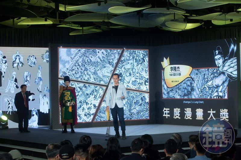 漫畫家李隆杰以《1661國姓來襲》奪下青年漫畫獎與年度漫畫大獎雙料大獎,成為本屆金漫獎最大贏家。