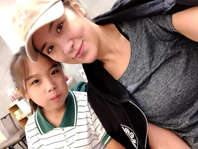 小禎有女萬事足,時常在臉書分享跟女兒的合照。(翻攝小禎臉書)