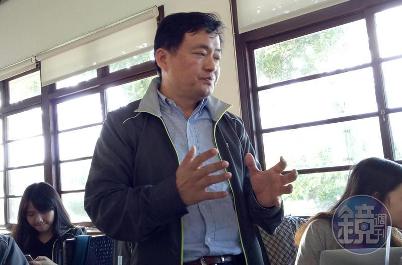 民進黨祕書長洪耀福表示,這件事情全嘉義市都知道,沒什麼好大驚小怪的。