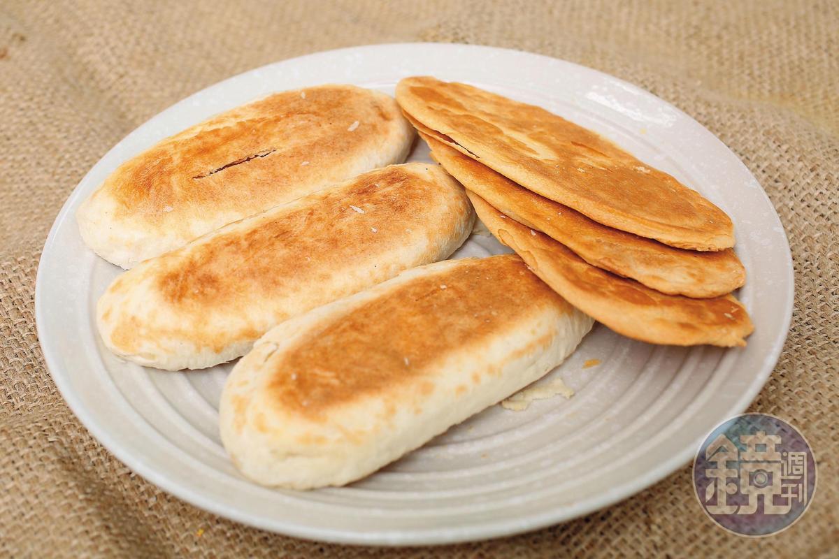 「邱記」除了傳統厚片牛舌餅,也會製作薄脆的多層牛舌餅。(厚80元/10片、薄90元/12片)