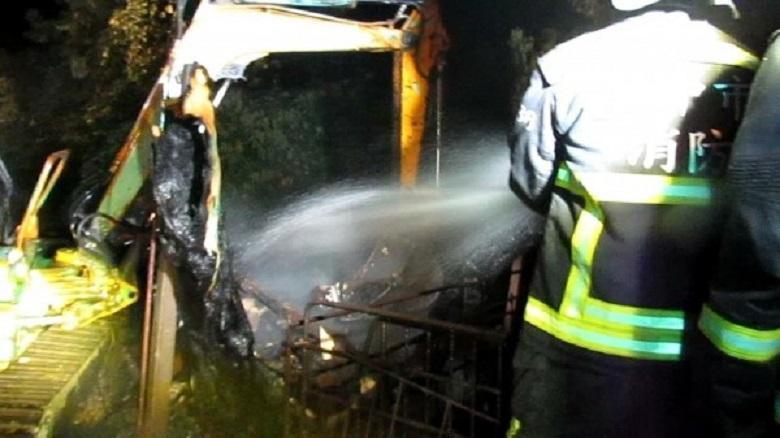 豐原區大甲溪畔一處鐵皮豬舍發生火災。(消防局提供)