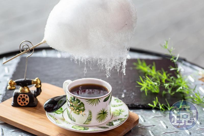 這一杯台東咖啡從味覺到視覺盪漾海洋和黑潮氣息。
