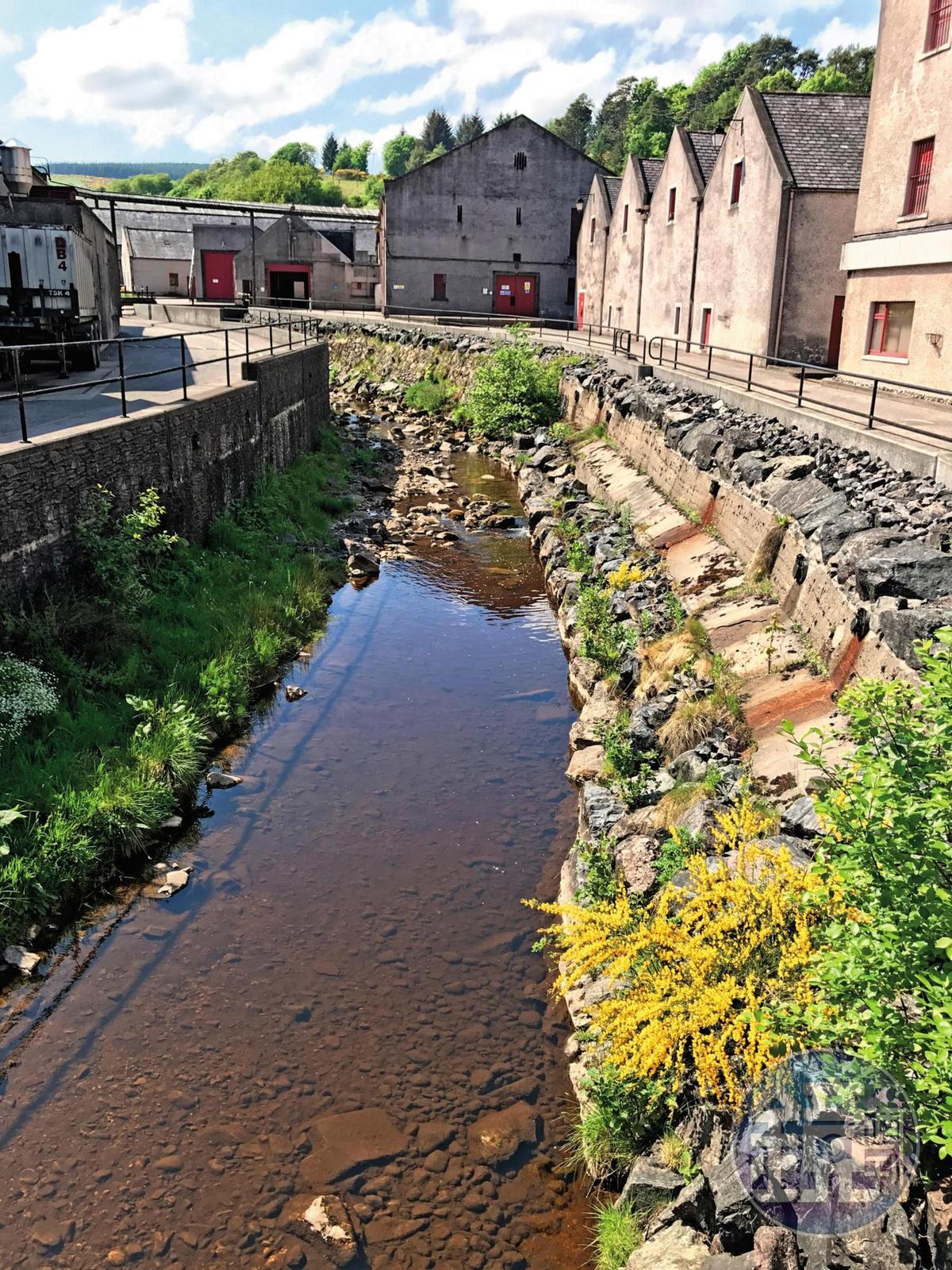 路思小鎮山明水秀,而格蘭路思酒廠的存在更替這裡錦上添花。