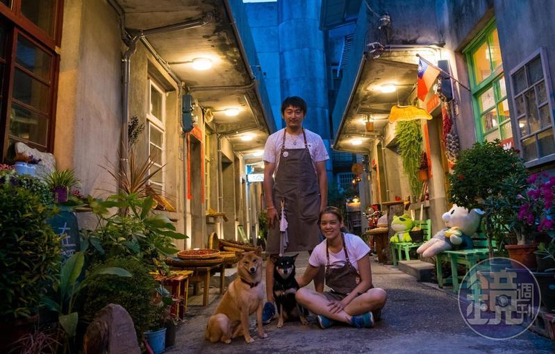 「斗。宅商社」柴犬老闆斗財和囍妹,以及店小二五顆(左)與小璇(右)。