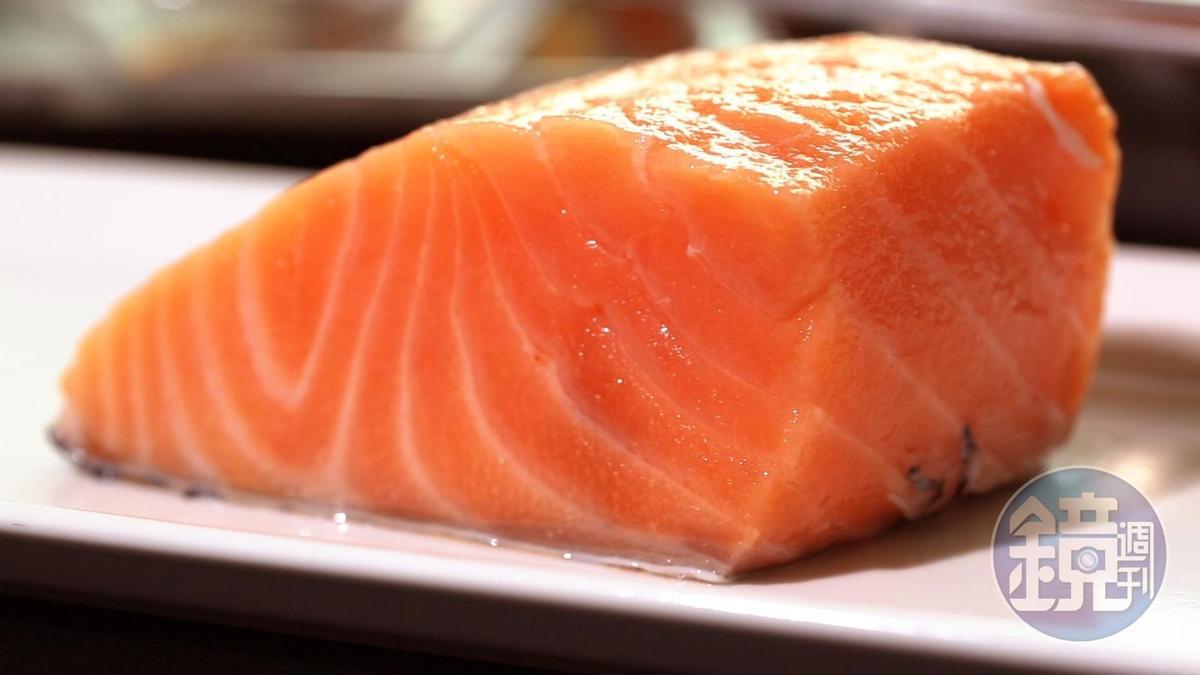 鮭魚建議厚切,可保留較多水分。