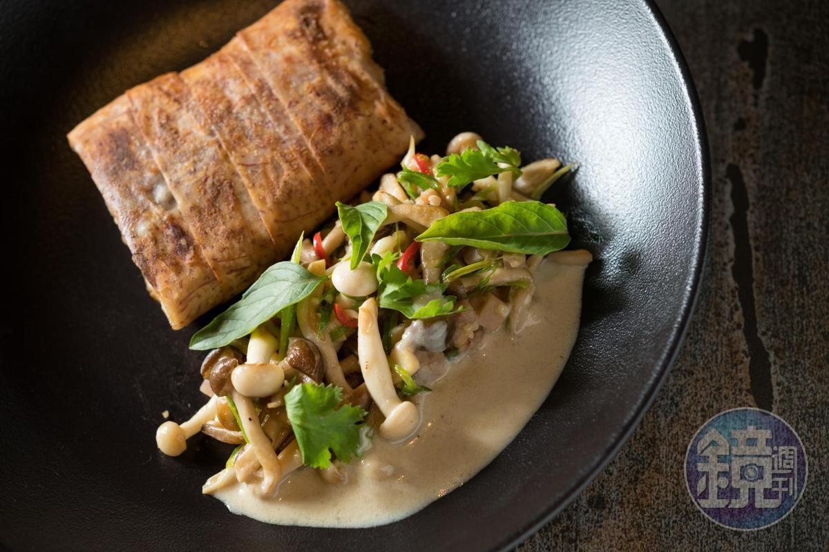 「深海鱸魚 / 芋頭酥皮 / 綠咖哩醬」洋溢南洋風情(660元/份)