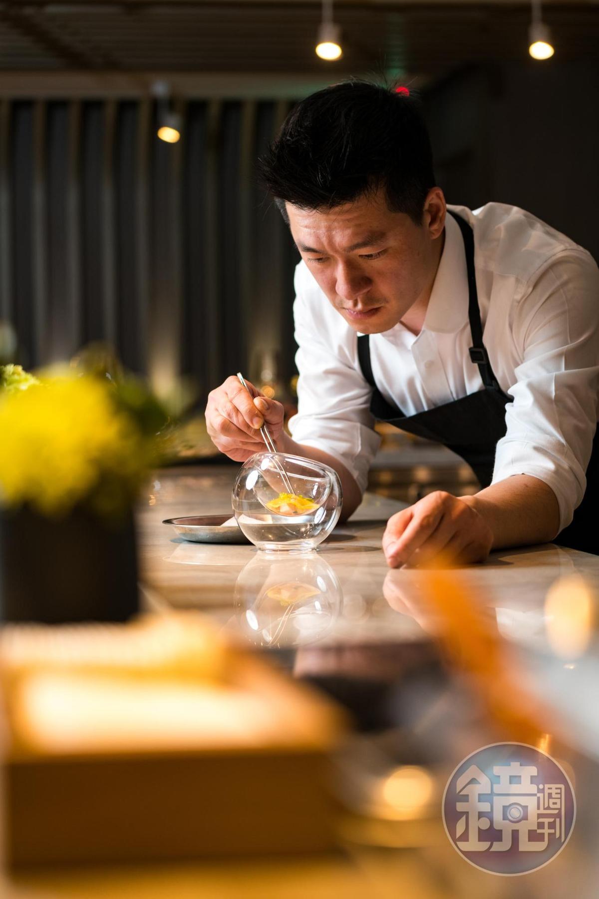 曾任美國米其林星餐廳主廚、近期也在台北新展店的李皞(Paul Lee)擔任餐飲顧問,打造小酒館菜色。