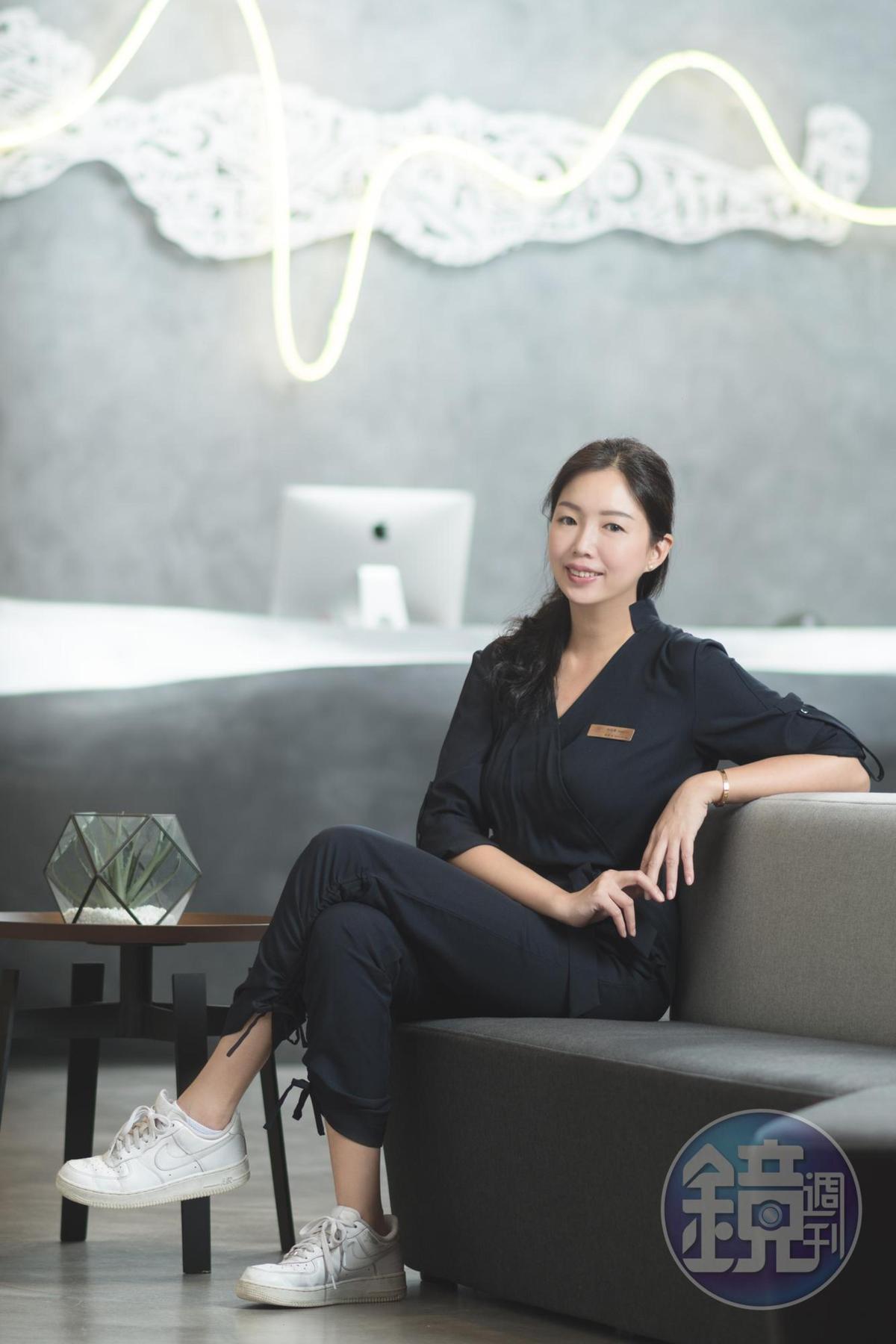 總經理林佑珊跟先生從美國搬回高雄,蘊釀多年想在家鄉蓋一棟好住、好吃的全新飯店。(比歐緻居提供)