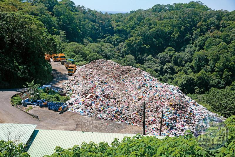 竹東掩埋場封閉多年,縣府違法「暫置」4年,居民抱怨不已。