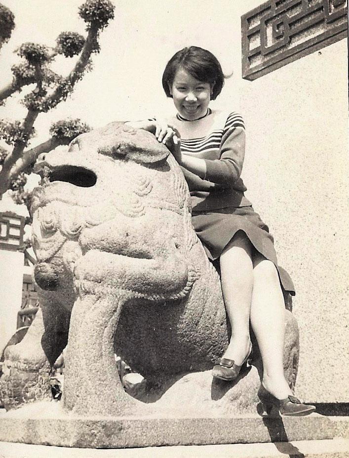 黃越綏高一時與同學出遊照片。(黃越綏提供)