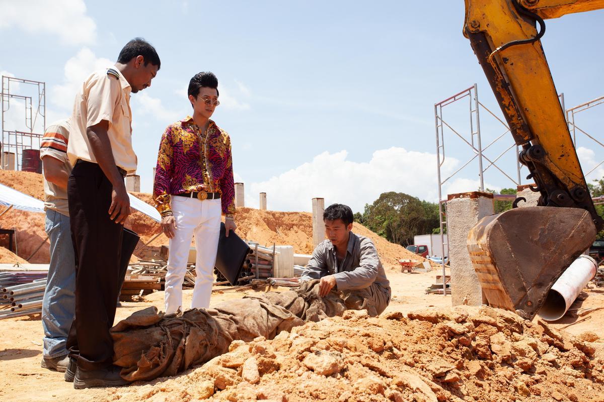 新加坡篇講述工地挖出女屍,喚醒難產而死的女鬼,工地因此開始發生不幸事件。(HBO提供)