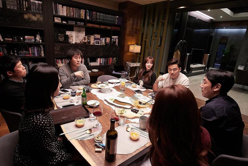 韓國電影《親密陌生人》測試愛情與友情的考驗,7位主演都是一線演員,右一為趙震雄。(采昌國際多媒體提供)